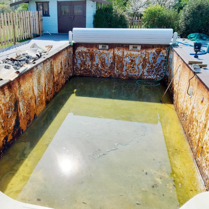 construction de piscine à Libourne, préparation d'un bassin de piscine avant pose d'un nouvel liner de piscine