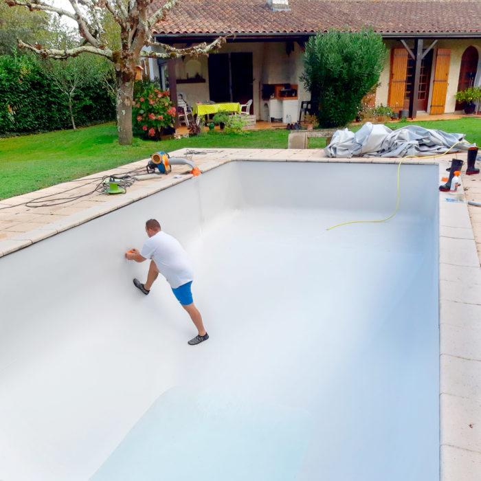 construction de piscine à Libourne, pose d'un nouveau liner de piscine